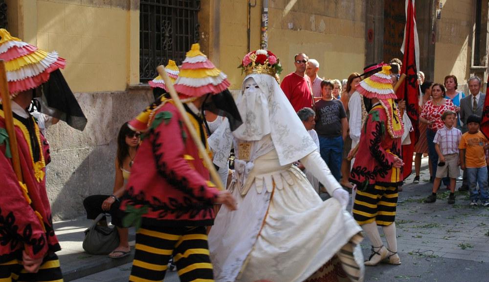 maskers_dancing1000